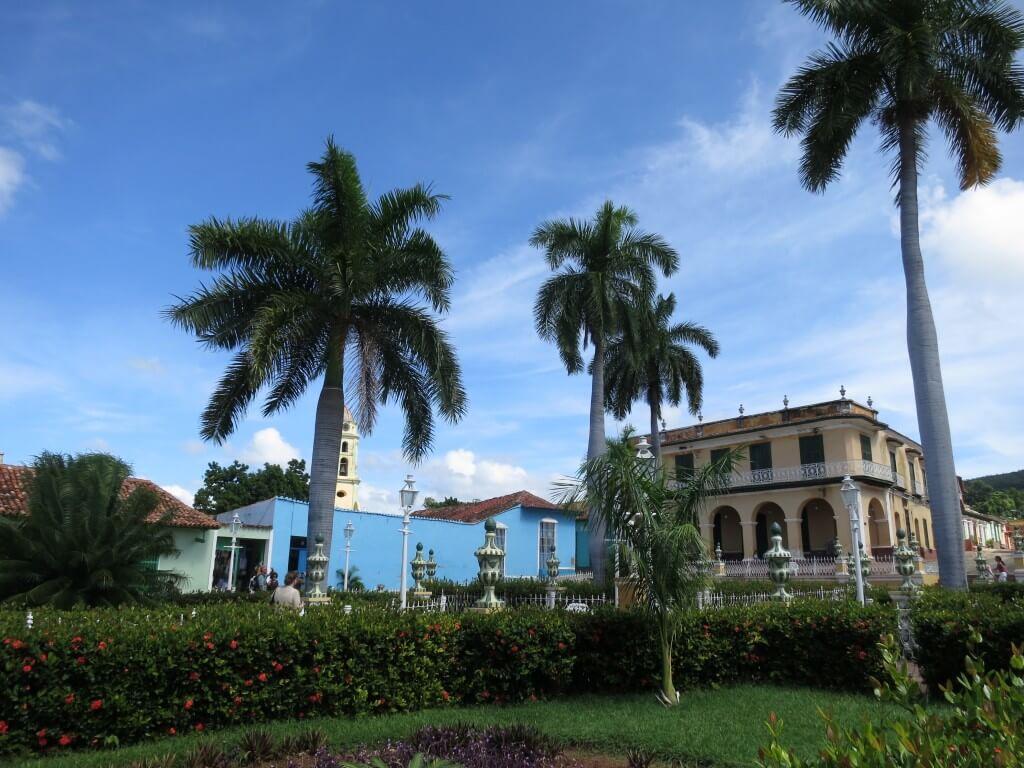トリニダーのボク的おすすめ観光!夜のサンティシマ広場でキューバ音楽にサルサで踊れ!