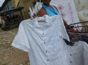 今日の美女 トリニダのお土産屋のキューバ美人