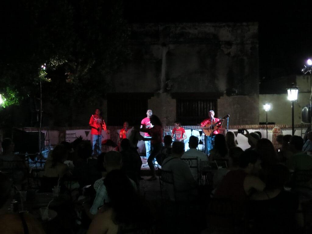 トリニダでレベルの高いキューバ音楽に酒にサルサに!熱いキューバの夜を魅せられた!