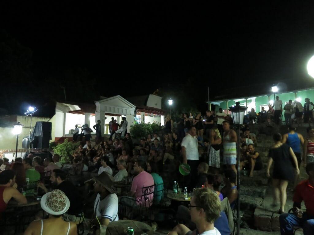 サルサ キューバ音楽 トリニダ サンティシマ広場横の階段