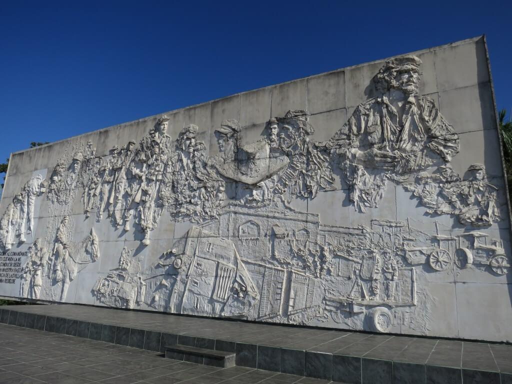 キューバのトリニダからサンタクララの行き方!必ず訪れたい英雄ゲバラの霊廟とは?
