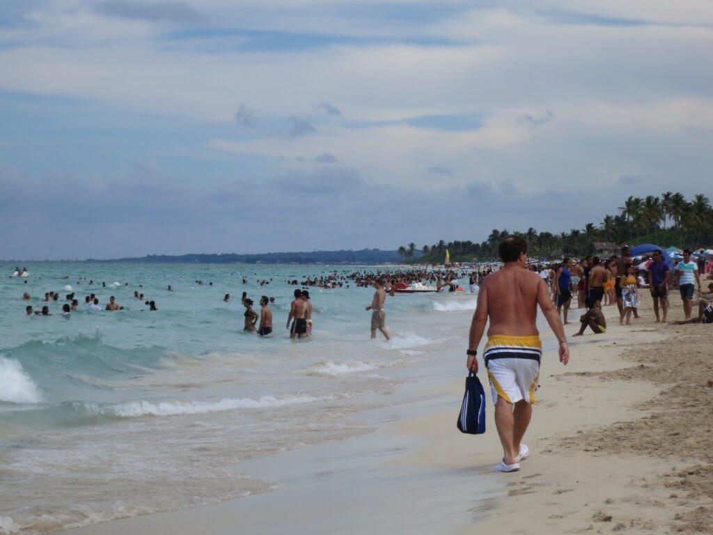 サンタ・マリア ビーチ ハバナ キューバ ローカルビーチ