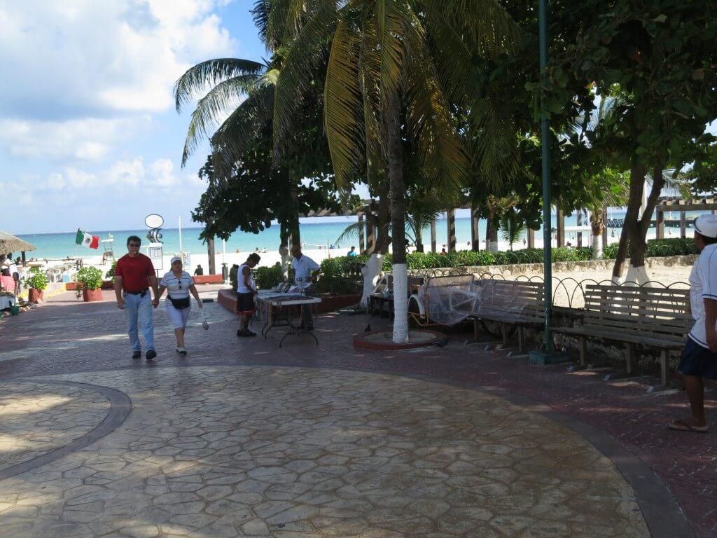 プラヤ・デル・カルメンの街を観光!カンクンよりこじんまりビーチタウンで好きだ!