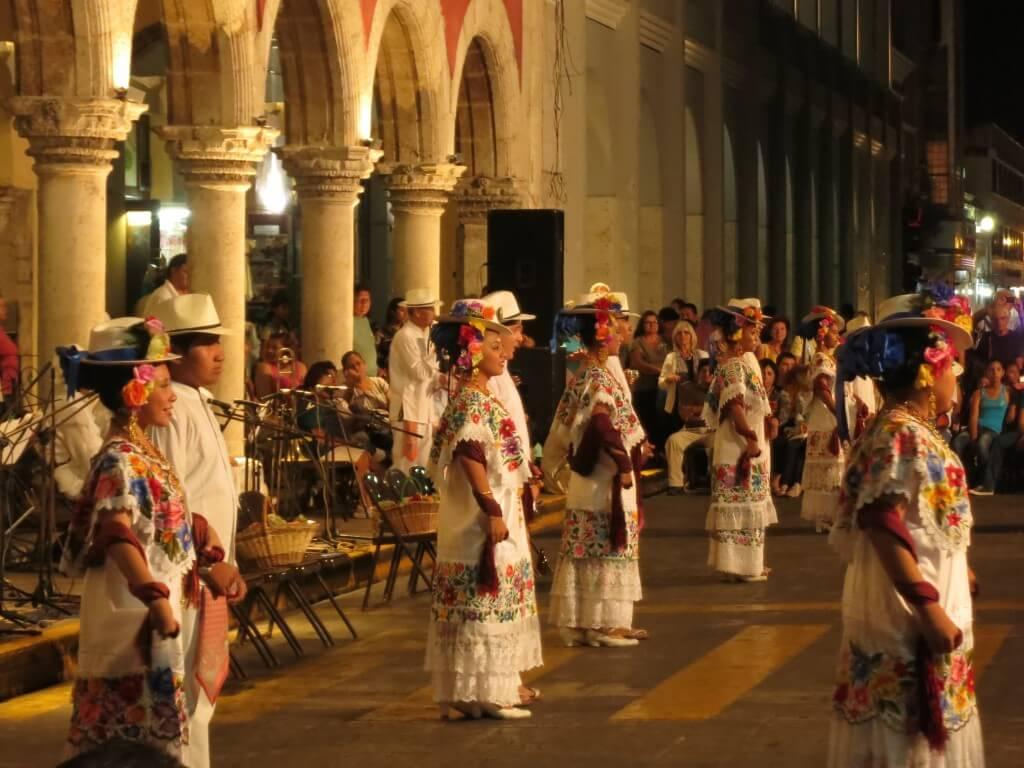 メリダ 毎日イベント 無料 メキシコ