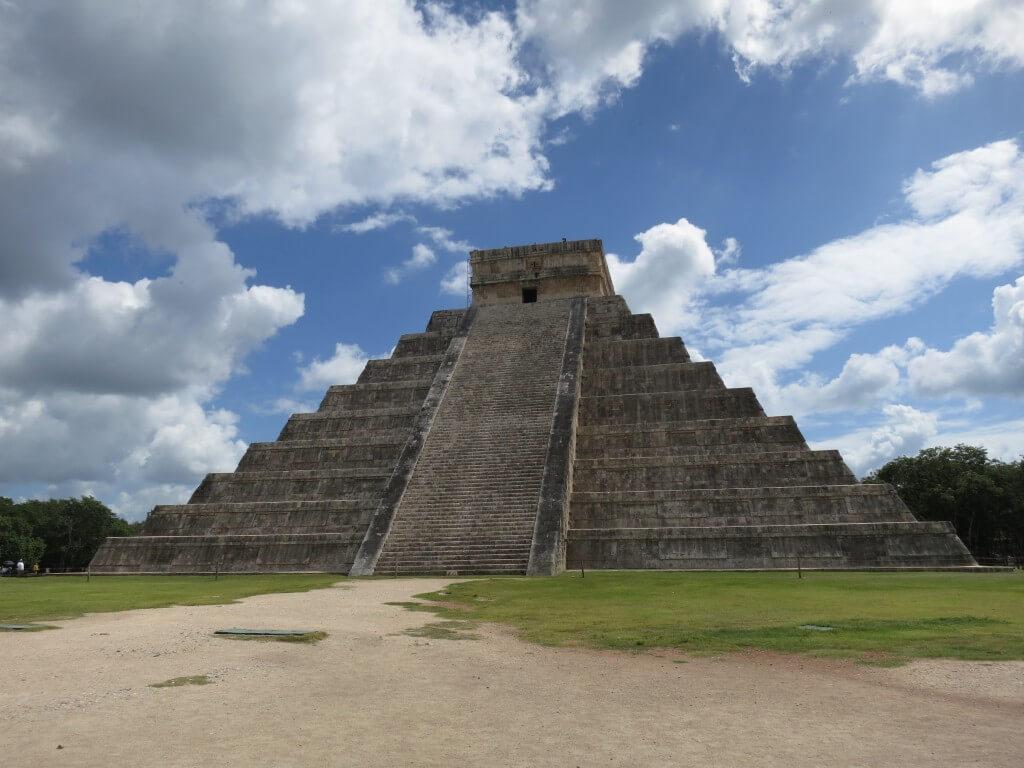 チチェン・イッツァ遺跡 ピラミッド 神殿 メキシコ