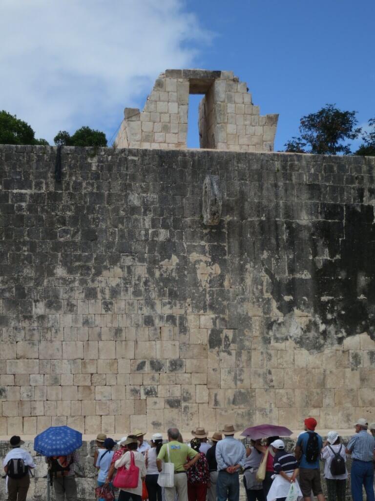 「新チチェン・イッツァ」の球戯場 マヤの模様 メキシコ