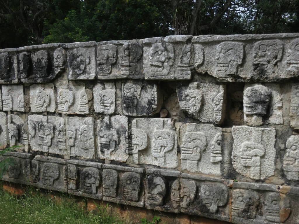 ツォンパントリ 髑髏 石 模様 メキシコ