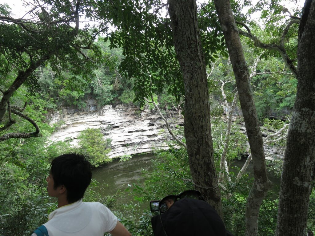 「新チチェン・イッツァ」 聖なる泉セノーテ 若い処女が生贄として身を捧げた場所