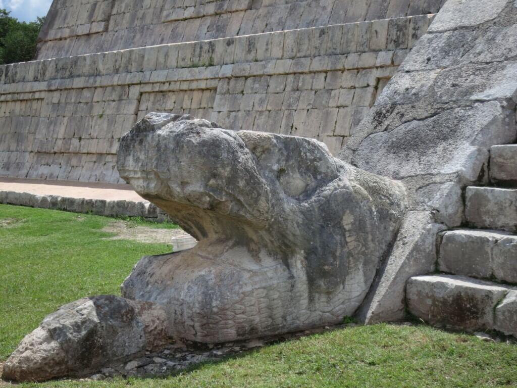 「新チチェン・イッツァ」 エル・カスティーヨ 有名な「ククルカンのピラミッド(暦のピラミッド)」