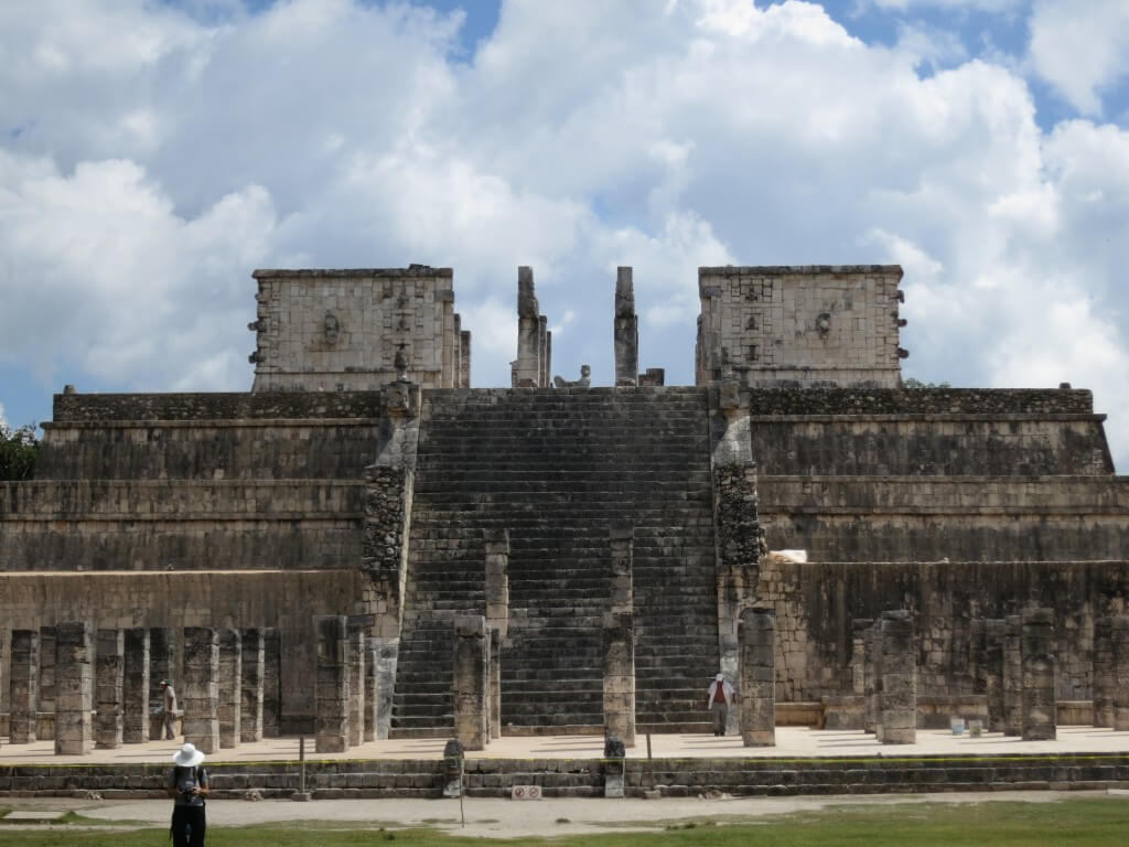 「新チチェン・イッツァ」 戦士の神殿 チャック・モール像に生贄の心臓を捧げた場所