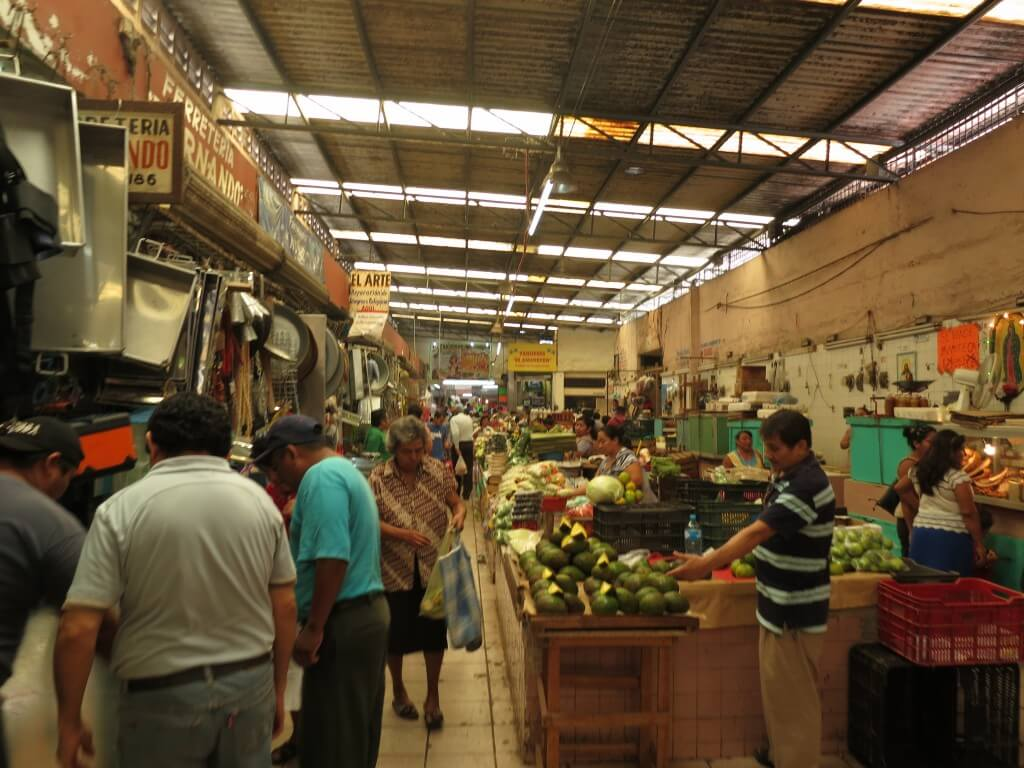ルーカス・デ・ガルベス市場・・・ボクは街のローカル市場が大好きなんです♪