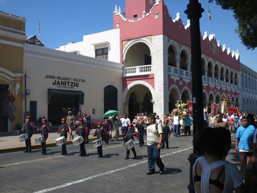 メリダ お祭り フェスティバル メキシコ