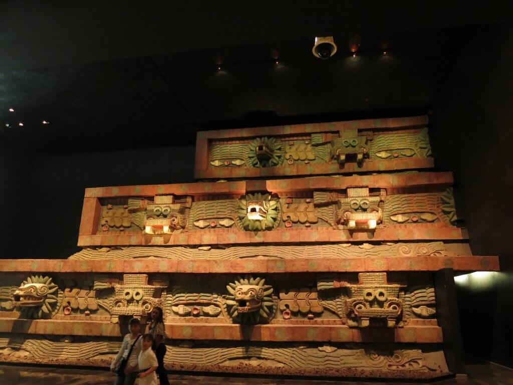 「テオティワカンの部屋」は復元された神殿などがあって・・・デカイわ!