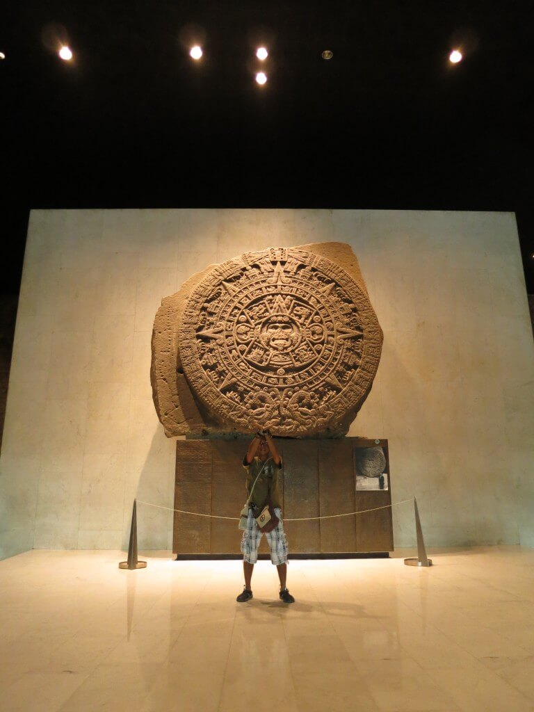 巨大なアステカカレンダー メキシコ国立人類学博物館
