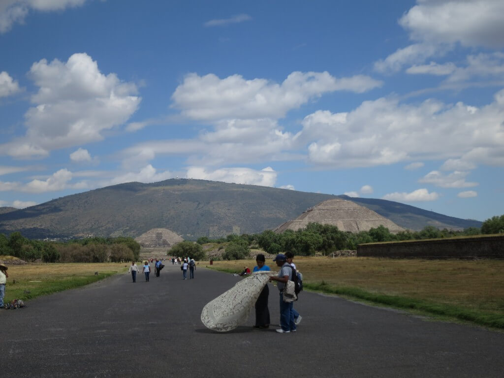 広大なテオティワカン遺跡を観光!ピラミッドに神殿と・・・・広すぎて干からびる!?