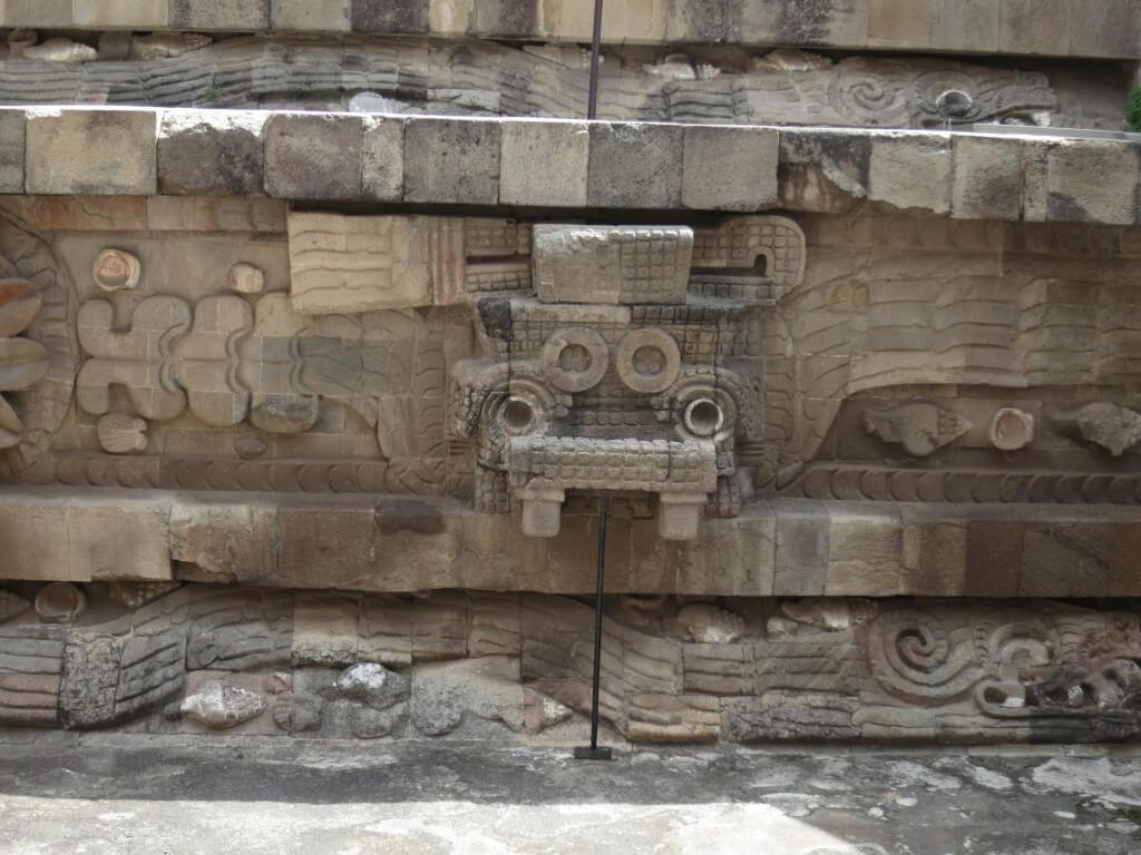 「ケツァルコアトル(羽毛の蛇、水と農耕の神)」 テオティワカン