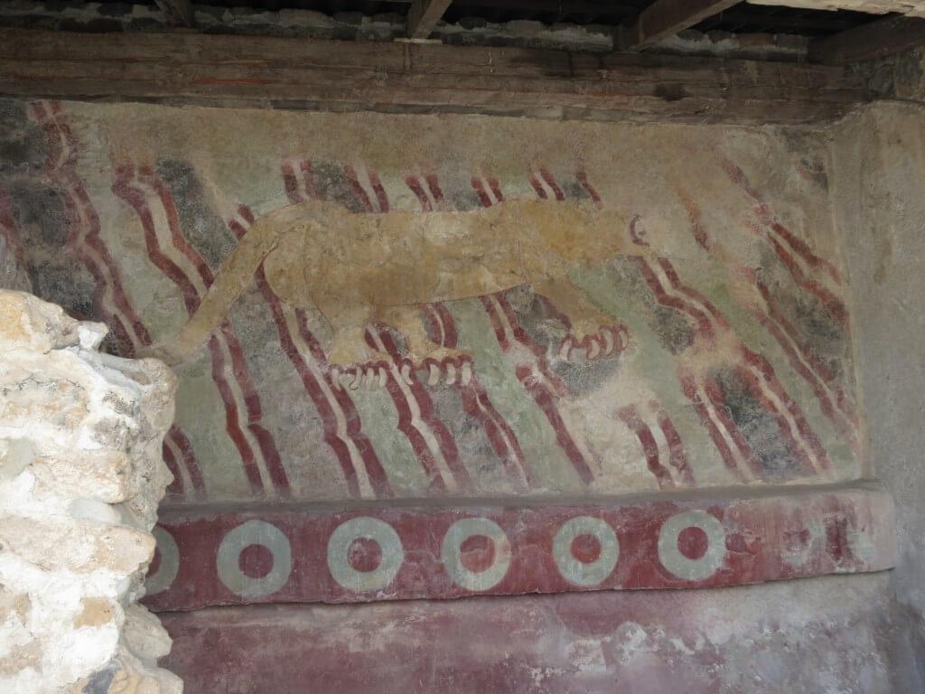テオティワカン遺跡はまだまだ続く!「死者の大通り」を通って、「月のピラミッド」でもスルー(笑)
