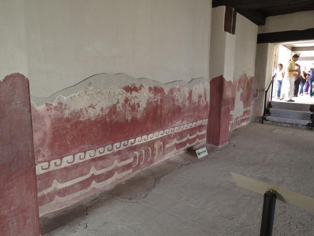 「ケツァルパパロトルの宮殿」 赤い塗料 テオティワカン遺跡 メキシコ