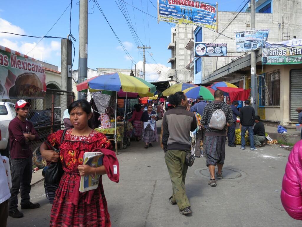 サン・フランシスコ・エル・アルトのメルカド(市場)はシェラとは異なる