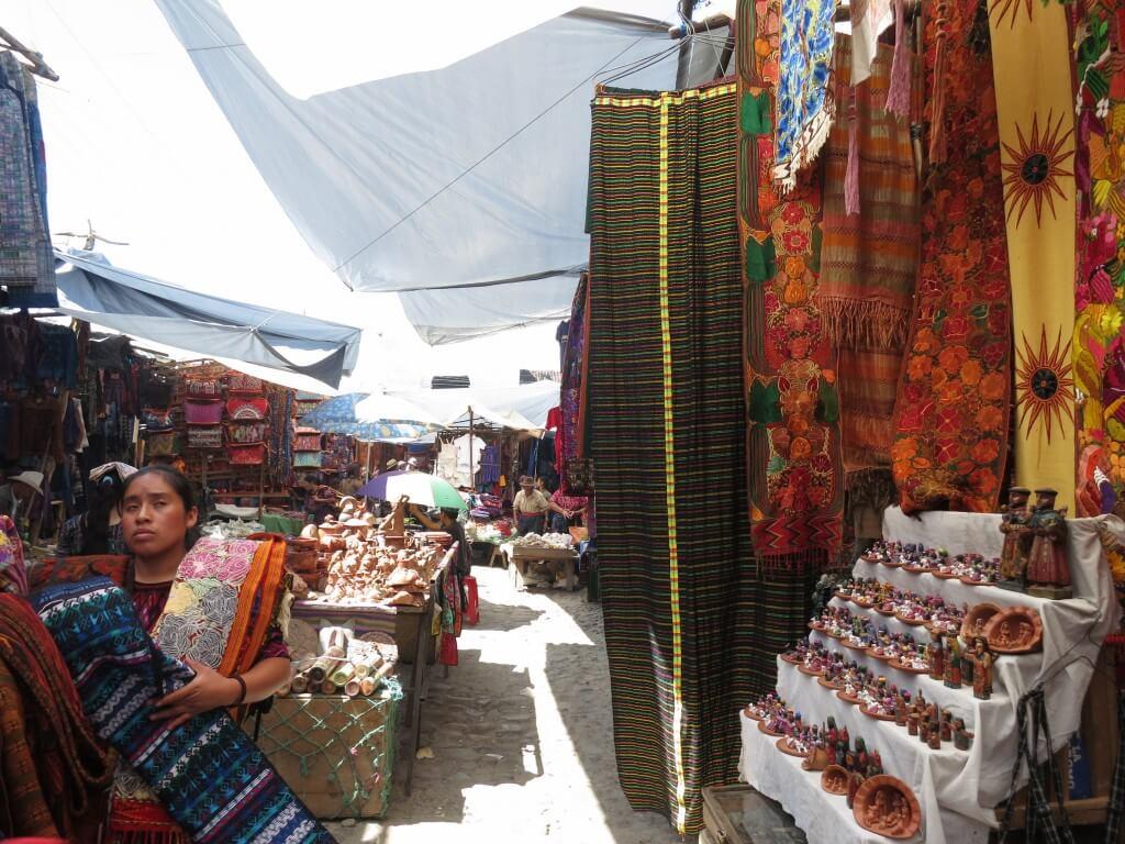 グアテマラのチチカステナンゴの市は計画的に!魔物がいますよ!お土産ありすぎ!