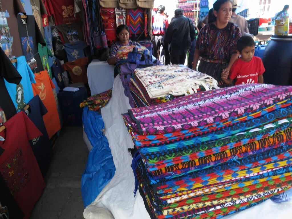あかん!お土産に欲しい!!グアテマラのチチカステナンゴの市で売られている物は「すべてかわいい!」