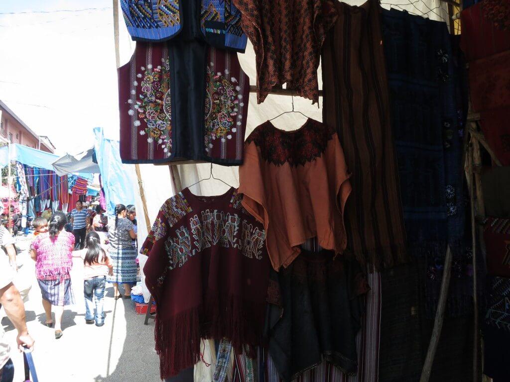 チチカステナンゴ 市 お土産 グアテマラ ポンチョ