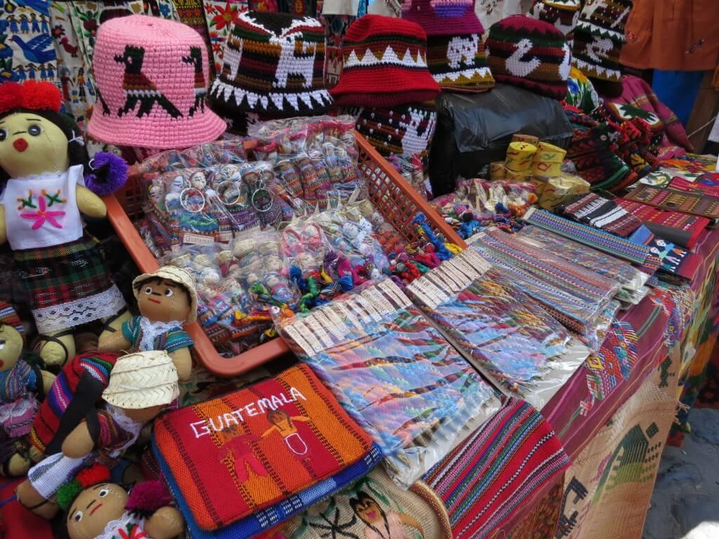 チチカステナンゴ 市 お土産 グアテマラ 帽子 鉛筆 小物 キーホルダー