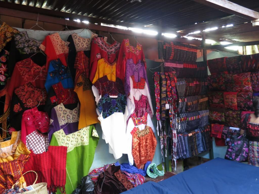 チチカステナンゴ 市 お土産 グアテマラ 民族衣装(ウィピル)