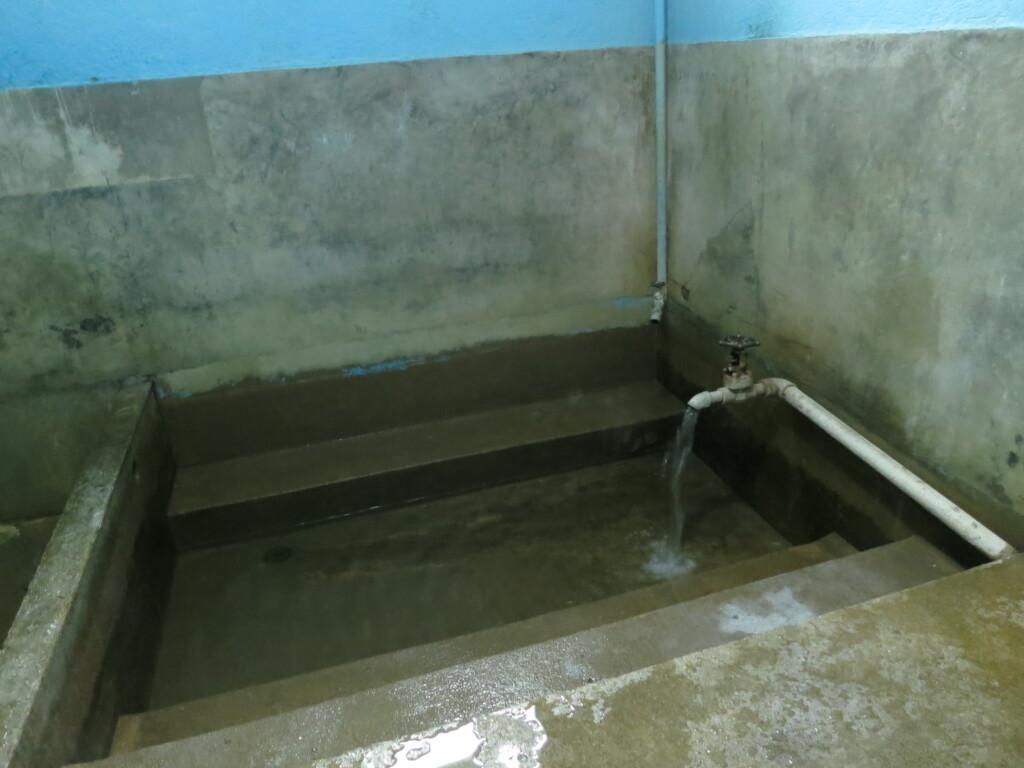 ロス・バーニョの温泉はちゃんと源泉でお肌にいいと・・・思うよ!