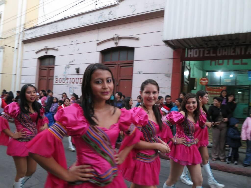 パレード シェラ ケツァルテナンゴ グアテマラ美人 かわいい女の子