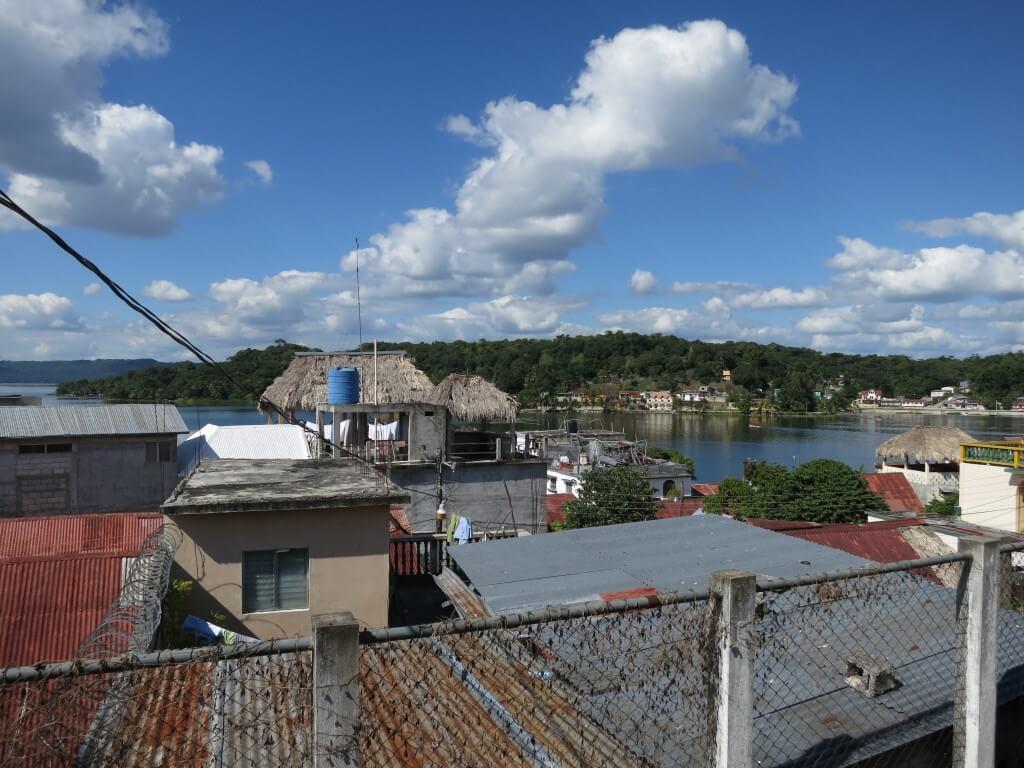 グアテマラのフローレスは「マヤ文明のティカル遺跡」拠点の町!