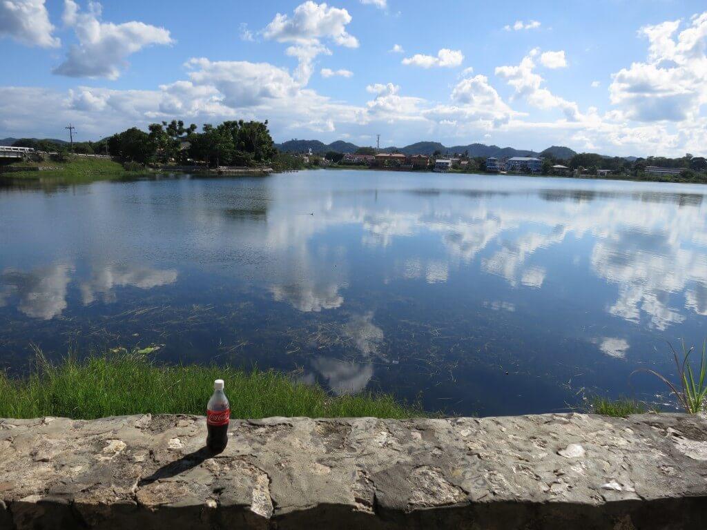 今日のコーラ フローレスの湖は鏡張り