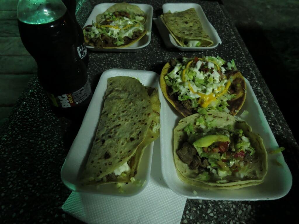 今日のコーラ グアテマラのフローレスでタコス