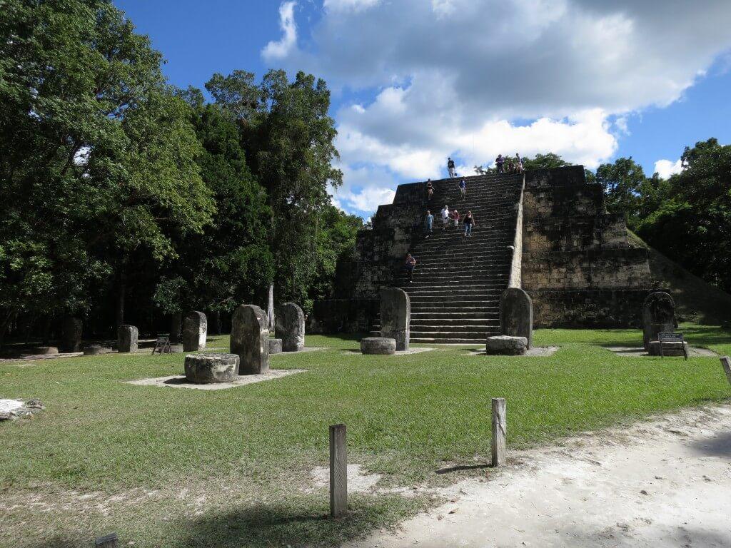 ジャングルの森を抜けると・・・・突如現れるティカル遺跡!ピラミッド!
