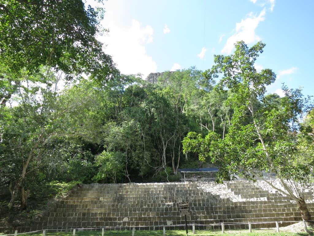 ティカル遺跡はこの「4号神殿」そこから見た古代マヤ文明の景色はいかに?