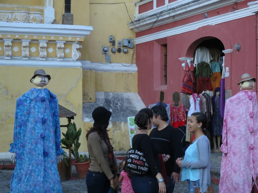街中にはグアテマラのお土産にいかが?っておしゃれなお店もあるよ!