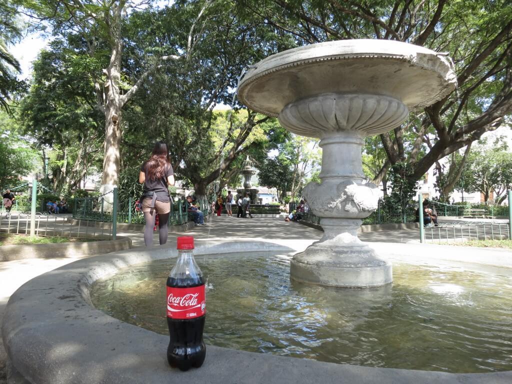 今日のコーラ アンティグアの中央公園で!