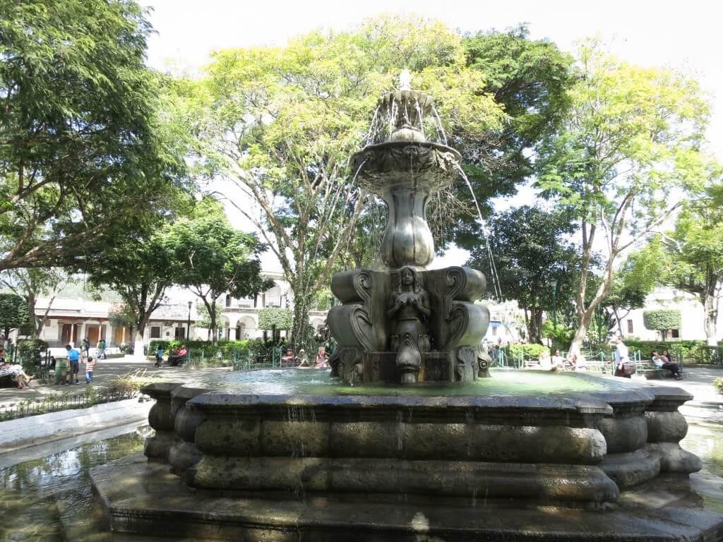 ボクは興味惹かれた!アンティグアの「中央公園の噴水」