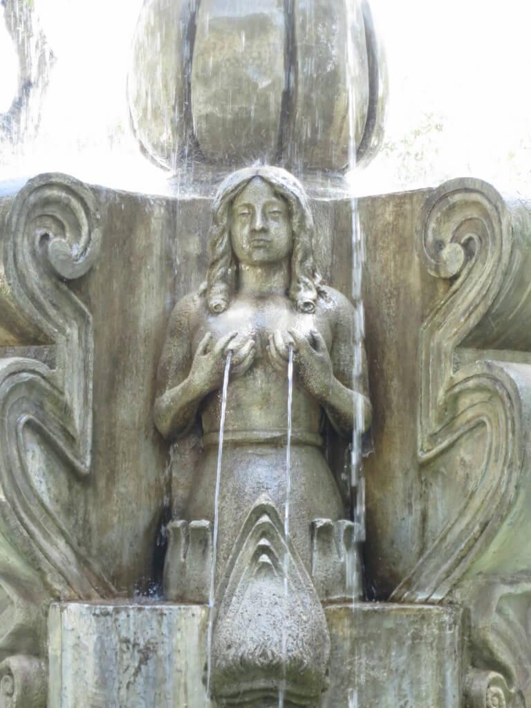 チチ噴水 中央公園 アンティグア グアテマラ