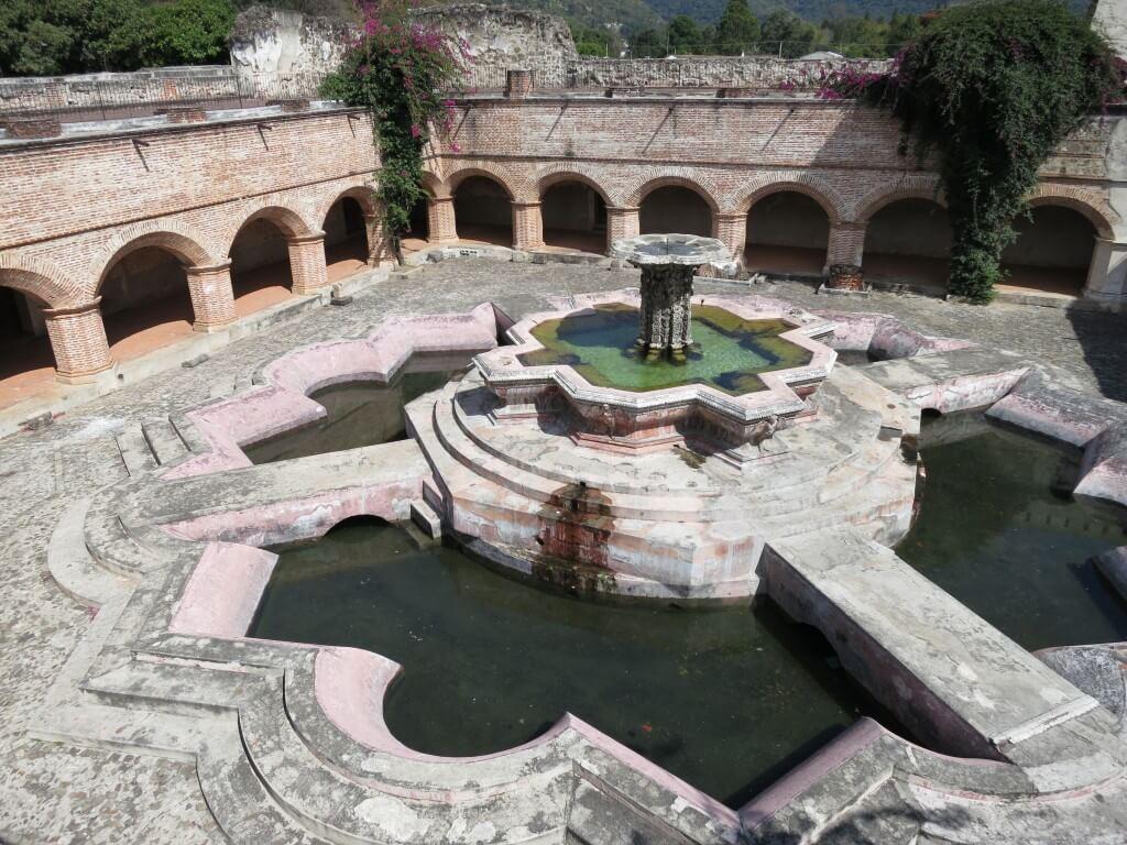 ラ・メルセー教会 アンティグア 内部 グアテマラ 廃墟