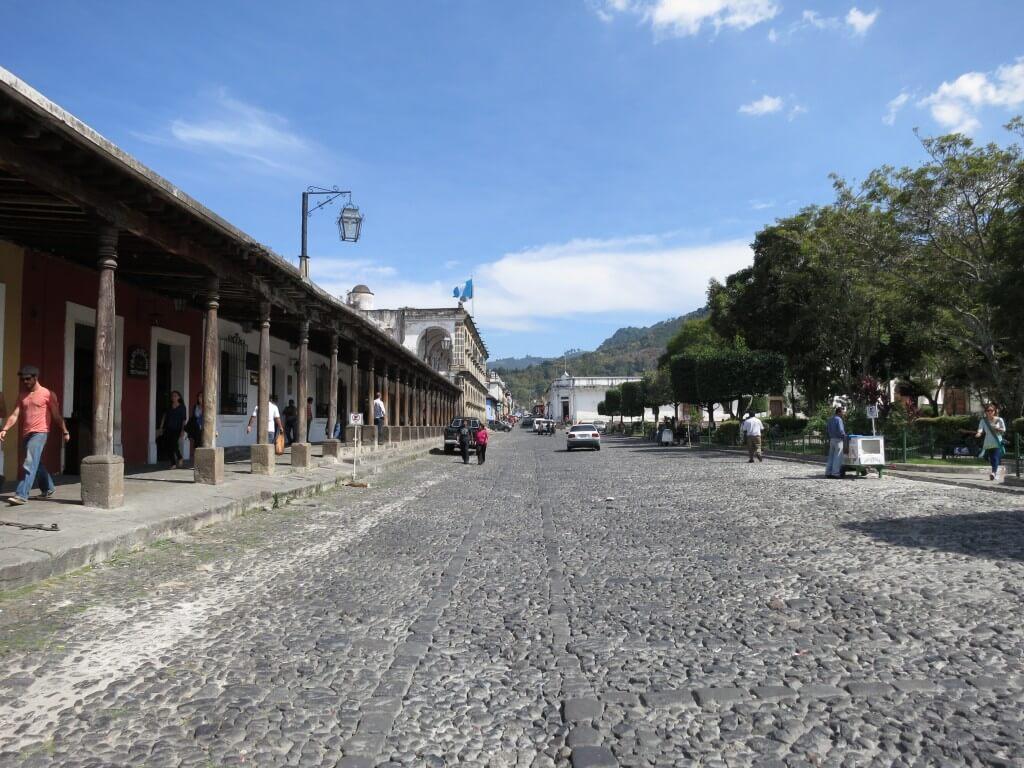 グアテマラからコロンビアの格安航空券入手情報!アンティグアの旅行会社でコロンビア行きの航空券を安く手に入れるよ