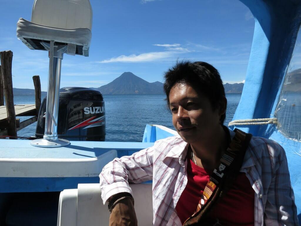 サンティアゴ・アティトラン村へスピードボートで行くよ!