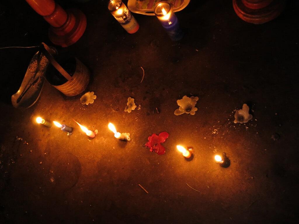 マシモン 蝋燭 サンティアゴ・アティトラン村 民家 グアテマラ