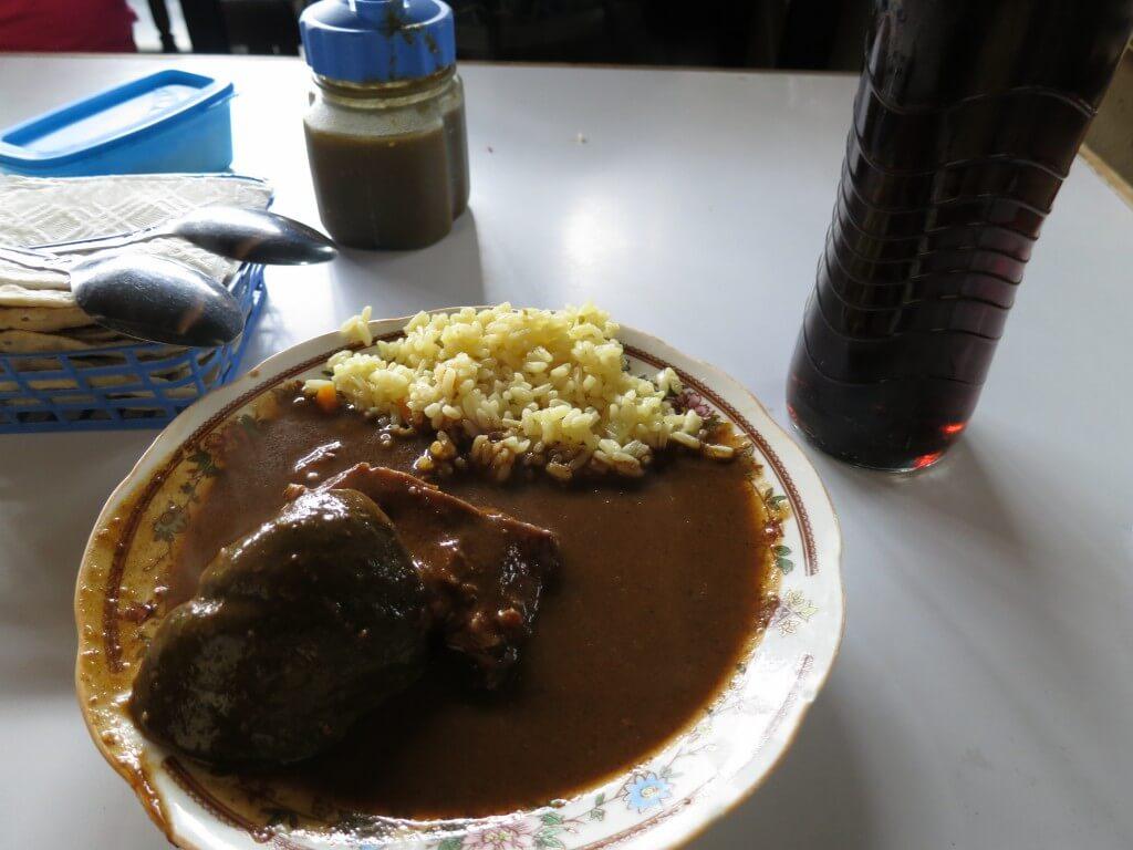 今日のコーラ アンティグアの安食堂で
