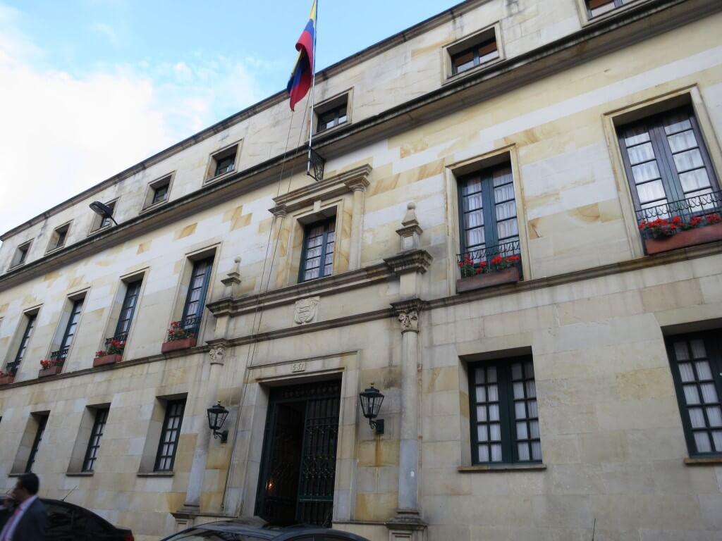 ボゴタ旧市街の「コロン劇場」と「外務省迎賓館」