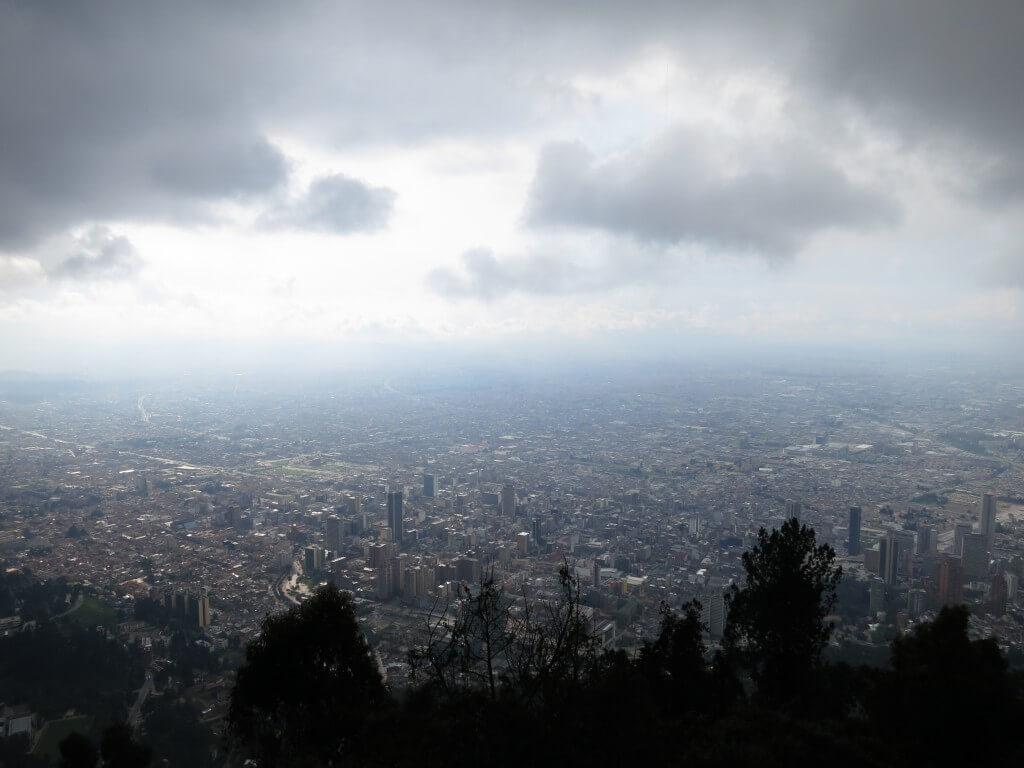 あっという間に標高3,160メートルのモンセラーテの丘に到達!富士山8合目ということは?