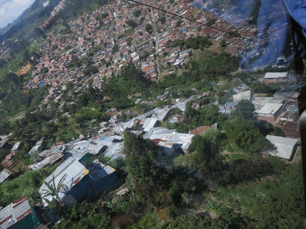 メデジン スラム街 メトロカブレ コロンビア