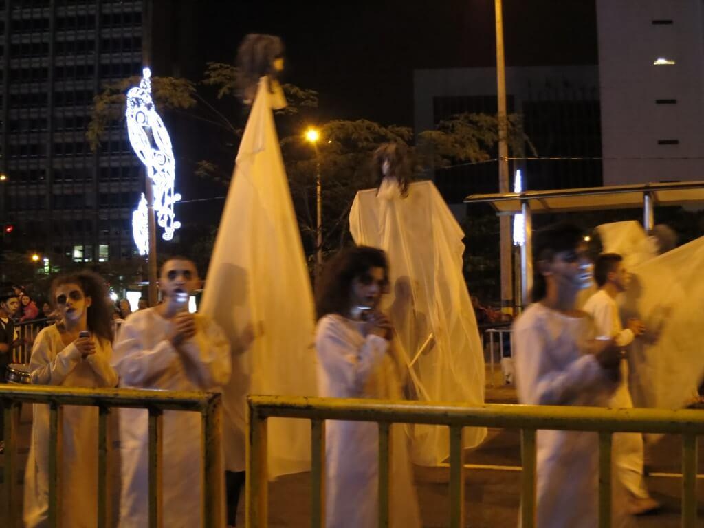 メデジンのクリスマスパレードは役に入りすぎて怖い!!