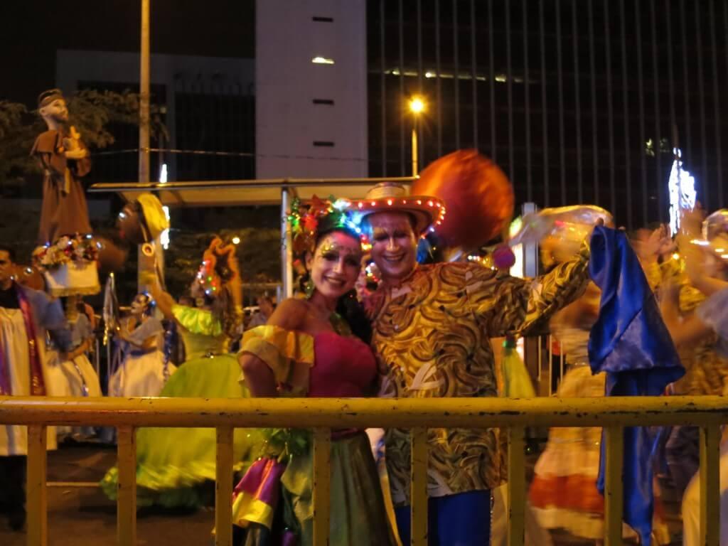 メデジン クリスマスパレード コロンビア 美男美女 楽しい