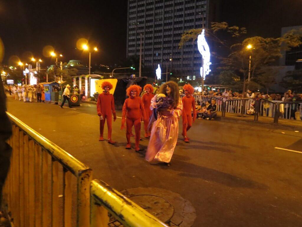 メデジン クリスマスパレード コロンビア美人 美男美女 楽しい